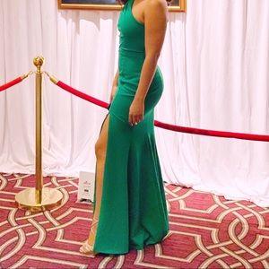 Dillards Elegant Gown/Green Xscape Dress/Worn Once